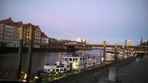 Heute Morgen in Bremen. Wer genau hinsieht kann das Eis auf der Weser erkennen. Brrr...