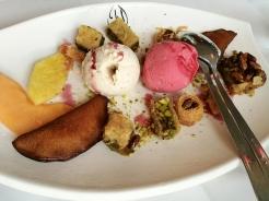 Gebackene syrische Süßigkeiten, hausgemachtes Feigen- und Granatapfeleis